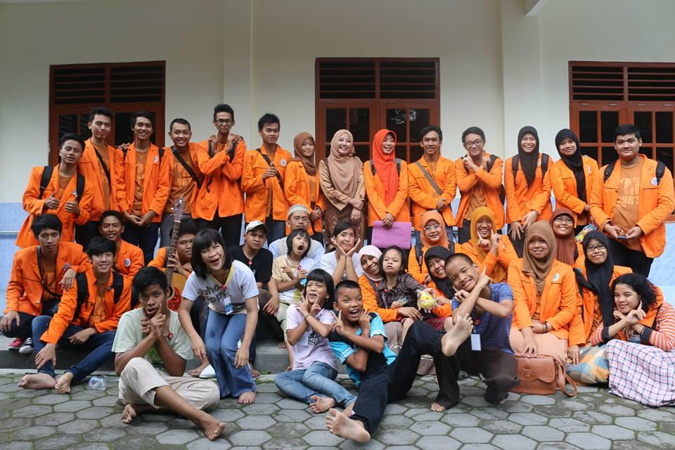 Bakti sosial Himpunan Mahasiswa Teknik Kimia UAD 2013